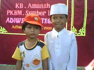 Bersama Rabiah Al Maulidiyah adik tersayang seusai wisuda